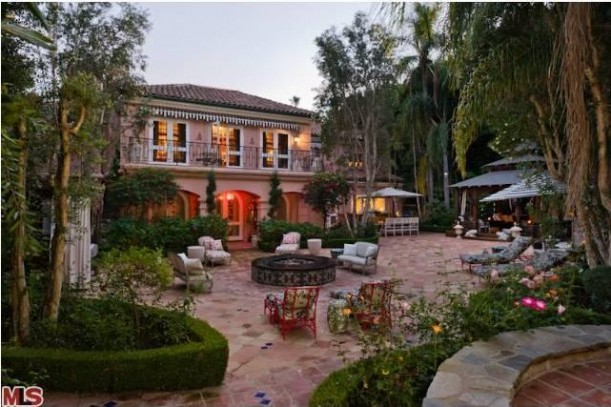 Christina aguilera celebrity house for sale in beverly hills for Beverly hills celebrity homes map
