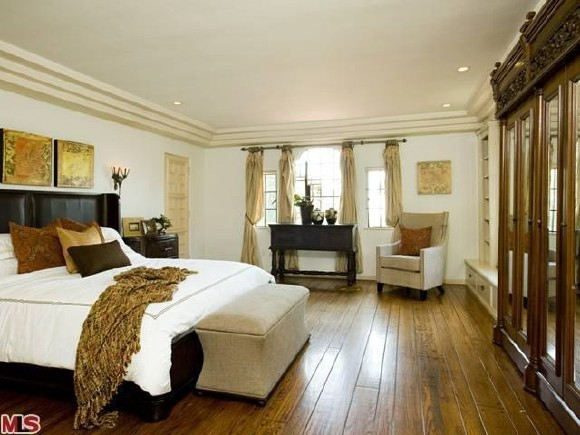 winona ryder house in beverly hills for sale queens bedroom white house museum