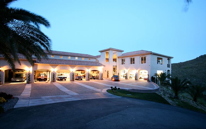 Wwe wrestler bill goldberg 39 s 2 5 million house mansion for 16 wrestlers and their huge homes