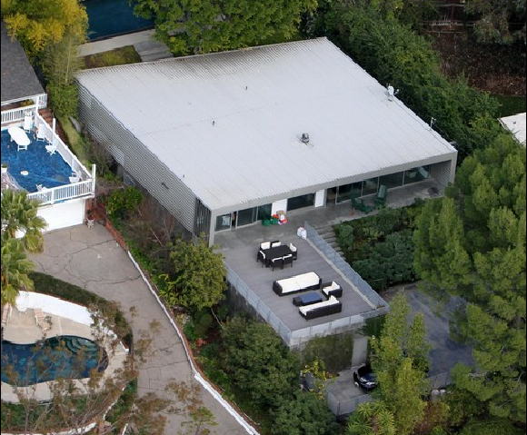 Photo: house/residence of the cool hot  18 million earning Los Angeles-resident