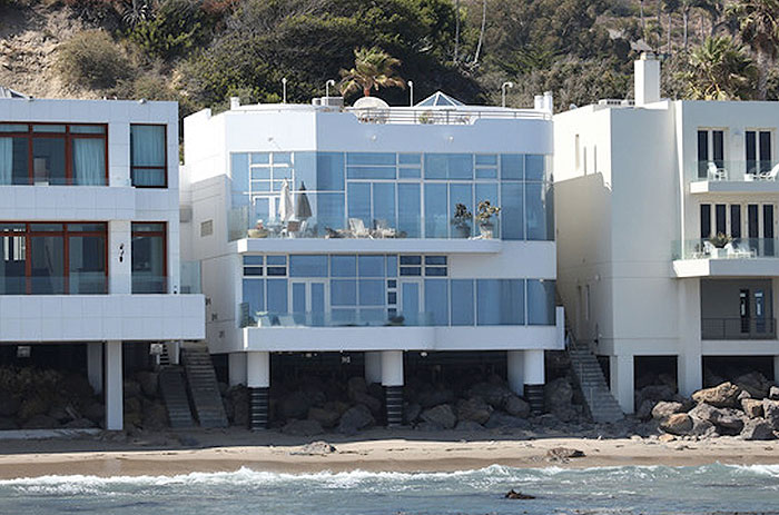 Halle-Berry-Malibu-Beach-Home