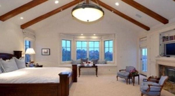chef gordon ramsay moves to los angeles. Black Bedroom Furniture Sets. Home Design Ideas