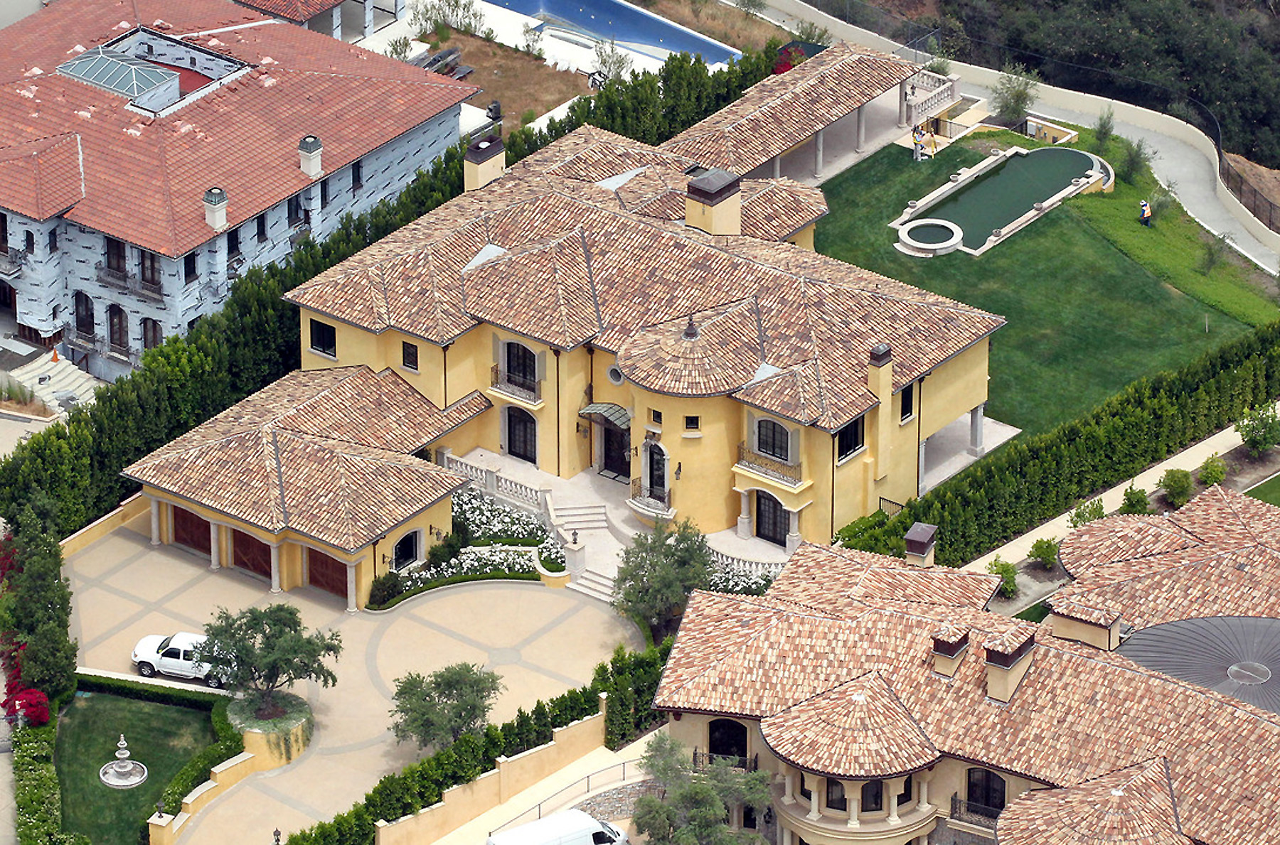 Inside kim and kanye 39 s 20 million hidden hills estate for Kanye west house address