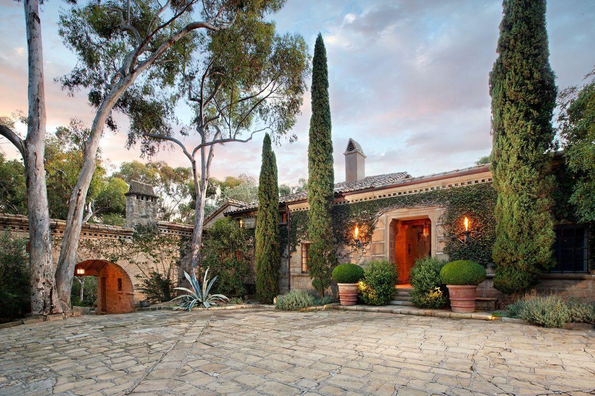 Visiting santa barbara home to the rich and famous for Santa barbara new homes