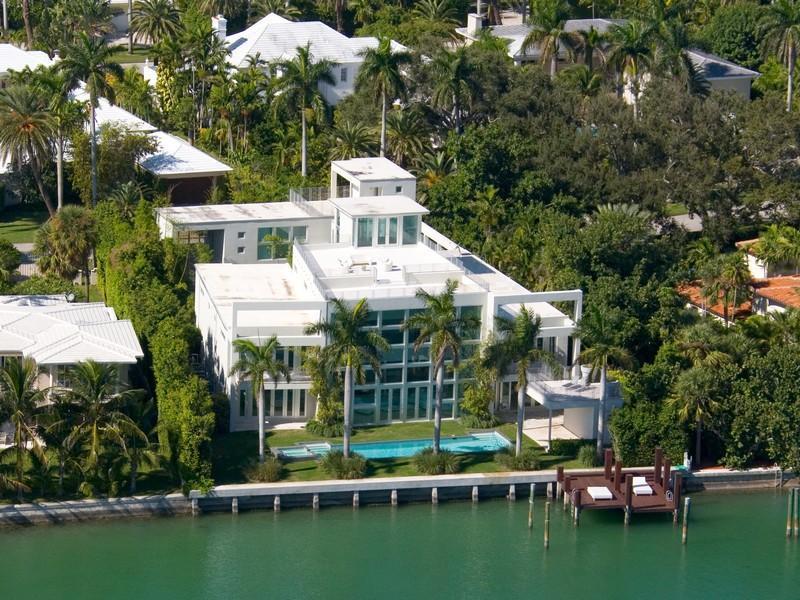 12 Biggest Baddest Rap Artists Mansions Celebrity Homes On